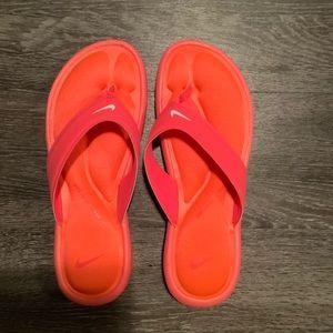 Ladies Hot Pink Nike Flipflops 💕